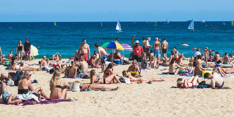 Spain: Barcelona to ban smoking on four of its beaches