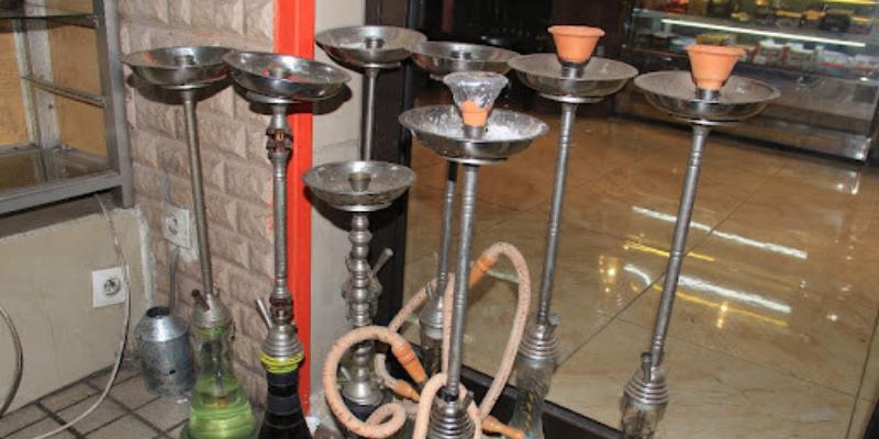 Prisée pour son parfum, la chichia connaît un boom dans les terrasses à Abidjan